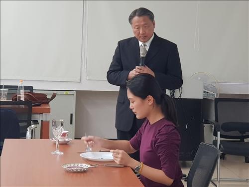 弱勢生國際商務禮儀-餐桌禮儀演練