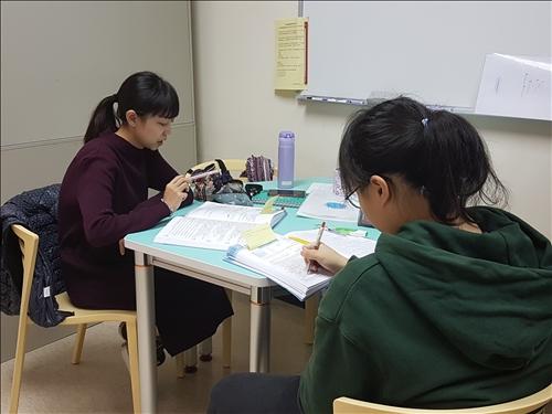 課輔助教發揮所長,協助輔導學生課業問題