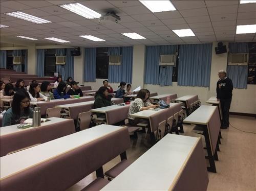講者上課與同學聽講情形
