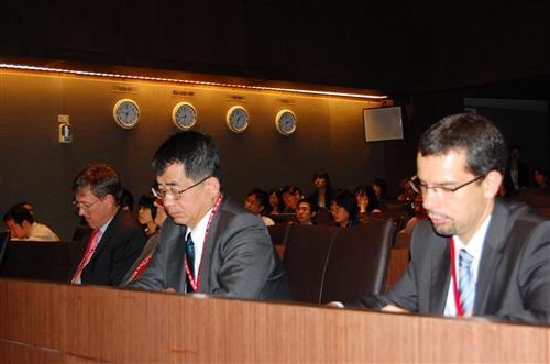 本校歐洲研究所、歐洲聯盟研究中心與臺灣歐洲聯盟中心共同舉辦「2010歐洲聯盟與台灣:經貿關係前瞻研討會」,討論歐盟全球經貿角色、歐元區經濟實力、歐洲金融市場與台歐經貿關係等,讓推動學者教授有實務與理論的交流,提出建言並擴展對歐洲之良好形象。