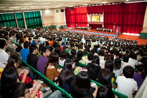 新淡江人登克難坡,本校99學年度新生開學典禮暨入學講習於淡水校園隆重舉行。