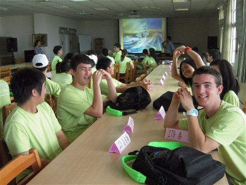 「2010海外華裔青年語文研習班」活動正在本校熱烈展開。