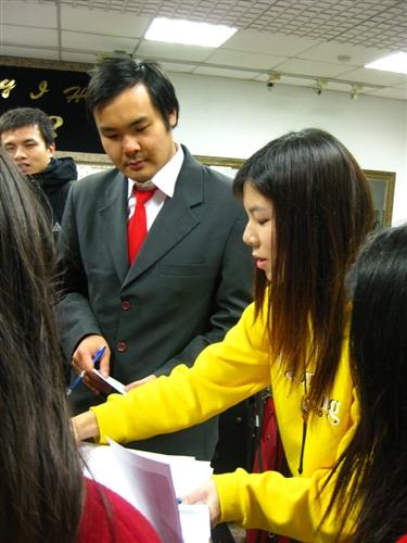 成人教育部辦理「海外華裔青年台灣觀摩團」活動,自1月6日起熱鬧展開,海外華裔青年在臺21天體驗美麗的福爾摩沙風情。