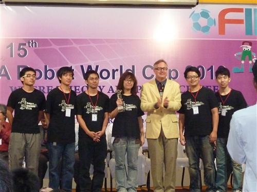 電機工程學系「機器人研究團隊」再傳捷報!6度贏得世界冠軍。