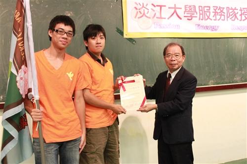 本校近300位社團師生利用暑期赴國內外進行服務學習。