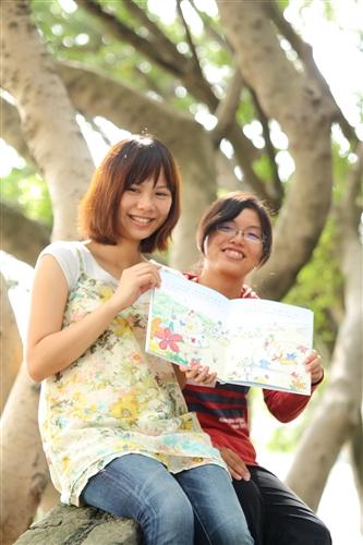 建築系黃柏瑜、謝慈慧同學作品榮獲全國學生圖畫書創作獎大專組第1名。