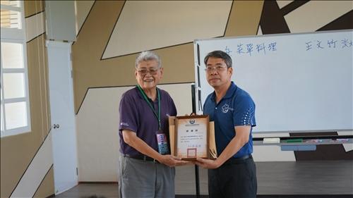 淡江大學王文竹教授也帶著精采的化學故事來與同學分享