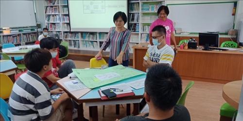 陳麗華教授分組指導