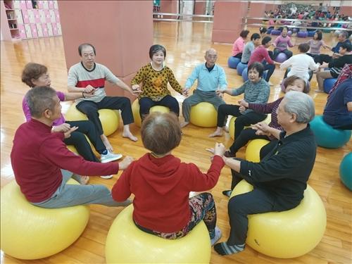 樂活健康-銀髮長照:樂齡健康動起來-「與〝球〞同樂-2」