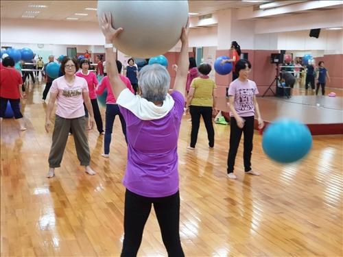 樂活健康-銀髮長照:樂齡健康動起來-「健走有氧」