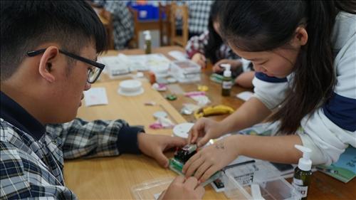 池上國中活動,同學正在操作蓋格計數器。