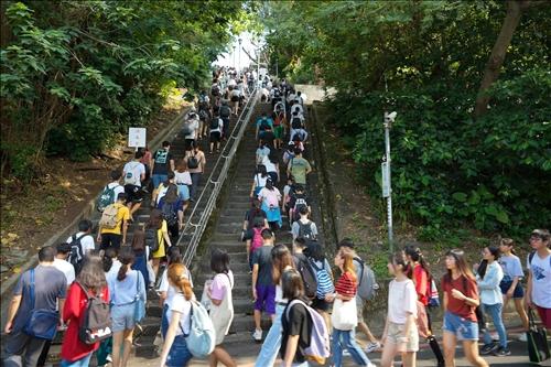 傳承淡江文化-新生入學挑戰「克難坡」