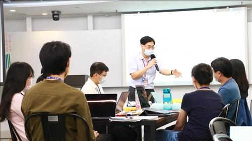 陳劍涵老師講授線上互動軟體與操作