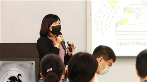涂敏芬老師講授如何設計教學藍圖