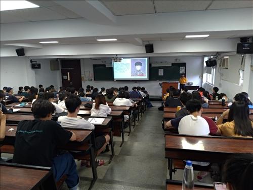 黃麗君老師演講同學踴躍參與
