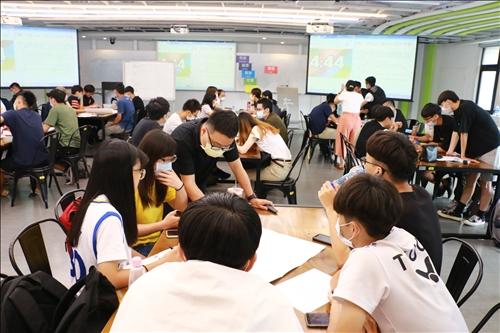學生將討論出之結果進行發表後,老師給予回饋與建議。