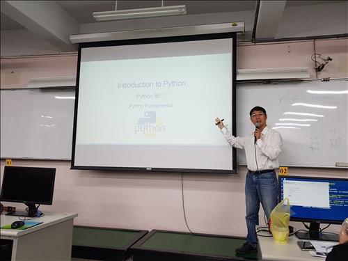 python程式語言研習講師授課情形
