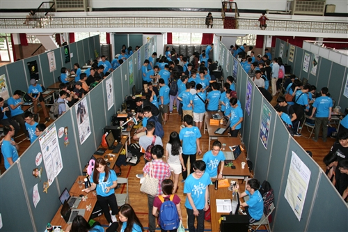 資工、資圖、資傳、電機、資管、教科、資創等7系共同舉辦資訊週聯合展。