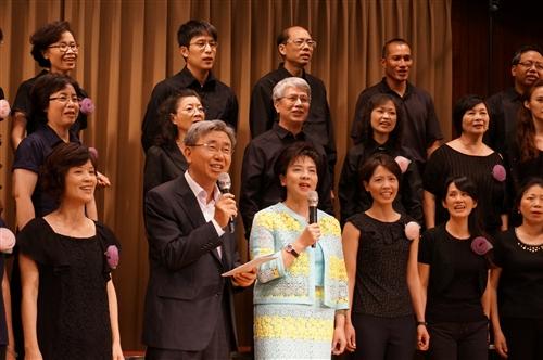 「淡江花月夜」女教職員聯誼會合唱團第三度熱演。