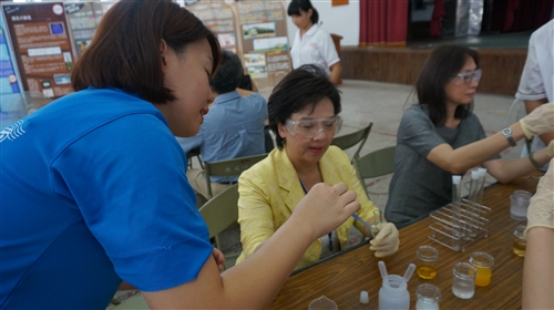 化學下鄉活動計畫化學遊樂趣─行動化學館巡迴300場活動