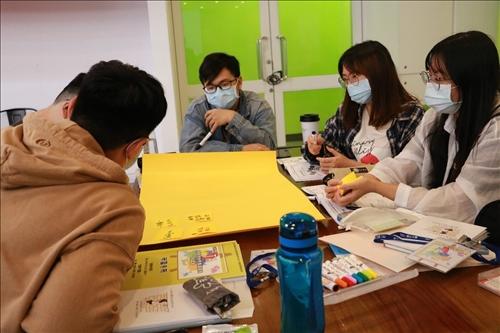 學員討論「開店」計畫