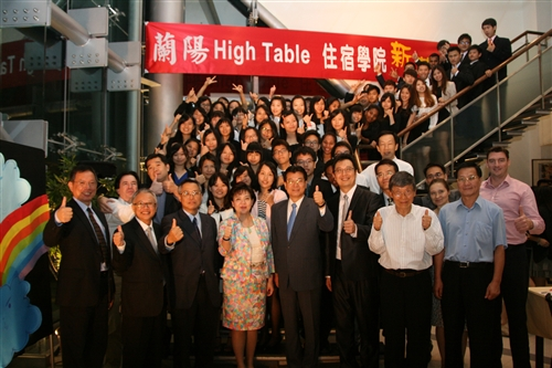 蘭陽校園High Table Dinner政經系新生與師長合影