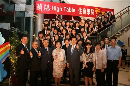 蘭陽校園High Table Dinner語言系新生與師長合影