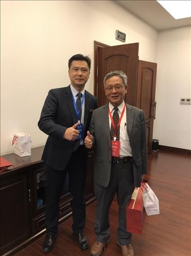 9-本校王高成國際副校長(右)與大陸重慶大學港澳台辦事處許駿主任(左)合影