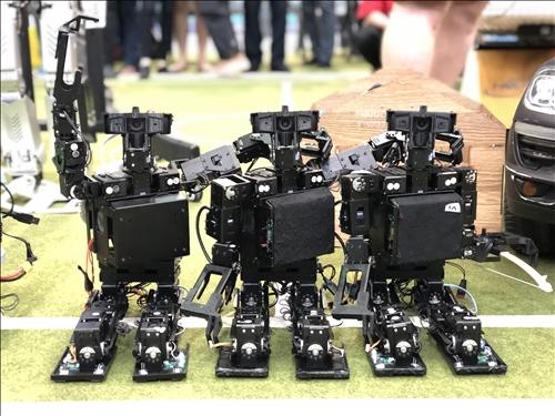 淡江參賽的機器人(2)