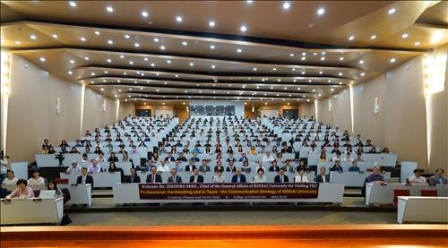 11-108年10月31日下午第14場「熊貓講座」於淡水校園守謙國際會議中心有蓮廳舉辦,與會教職員生約300人。(馮文星攝影)