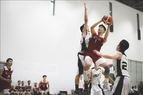 13-本校男籃隊與澳門科技大學比賽實況。