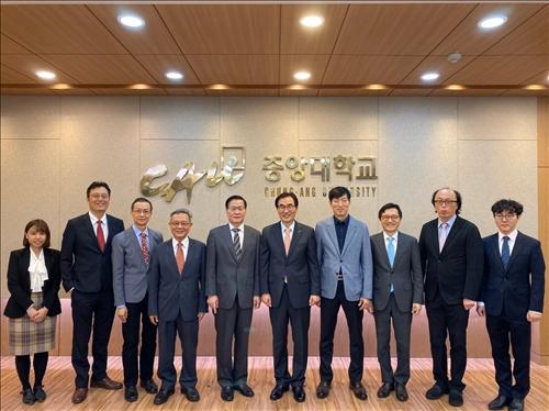 2-本校訪問團與韓國中央大學校長等與會主管合影(國際處提供)