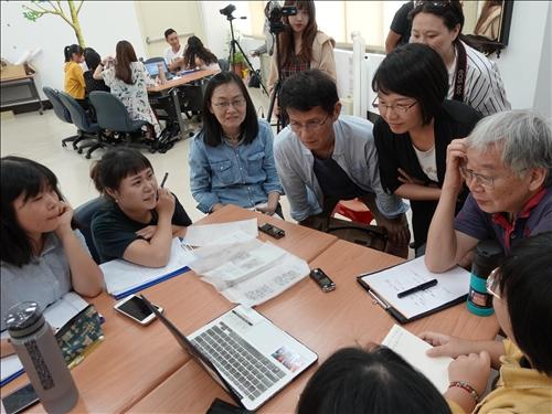 14-在地居民程許忠先生與老師們聆聽小組議題簡報