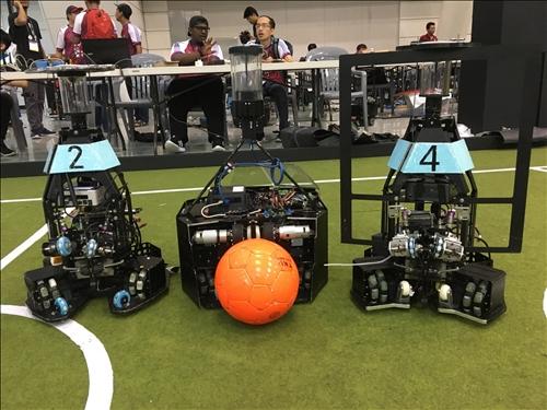 淡江參賽的機器人(1)