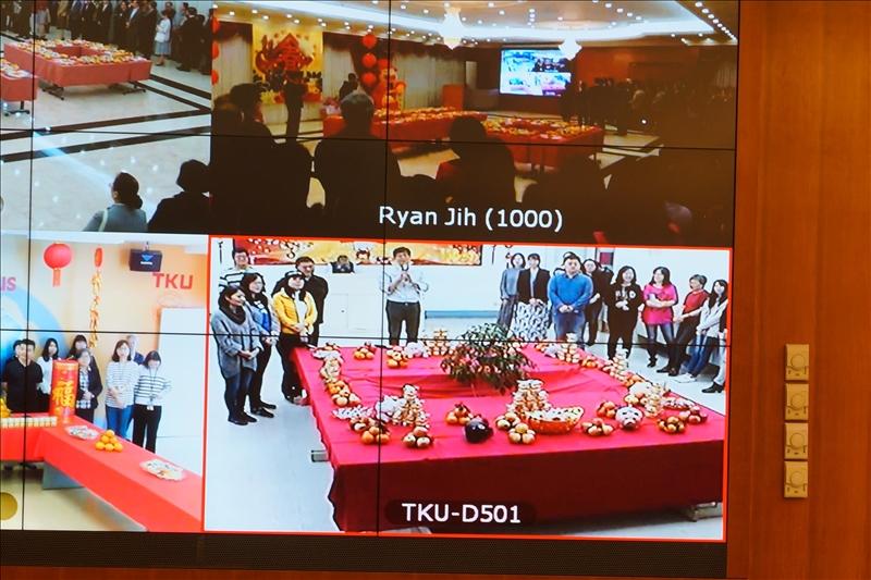 108年新春團拜茶會,台北校園成教部周湘華組長以吉祥話祝賀。(馮文星提供)