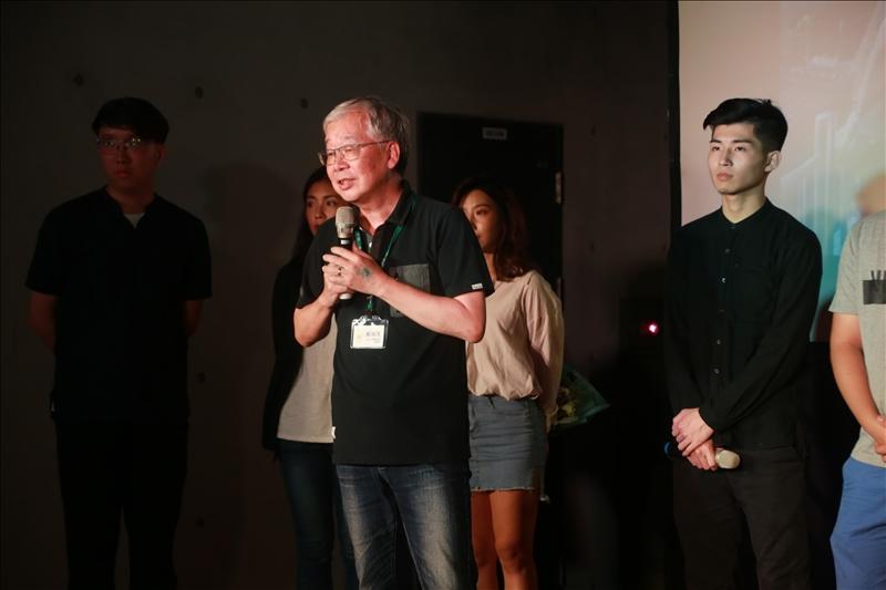 紀錄片被攝者-建築系黃瑞茂副教授,上台發表觀看紀錄片的感言。