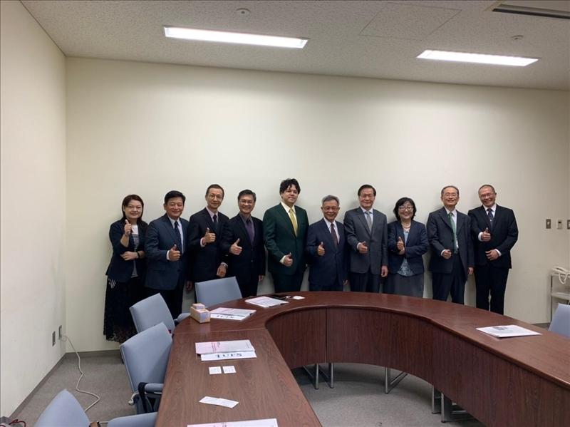 座談後,本校與日本姊妹校東京外國語大學兩校人員合影
