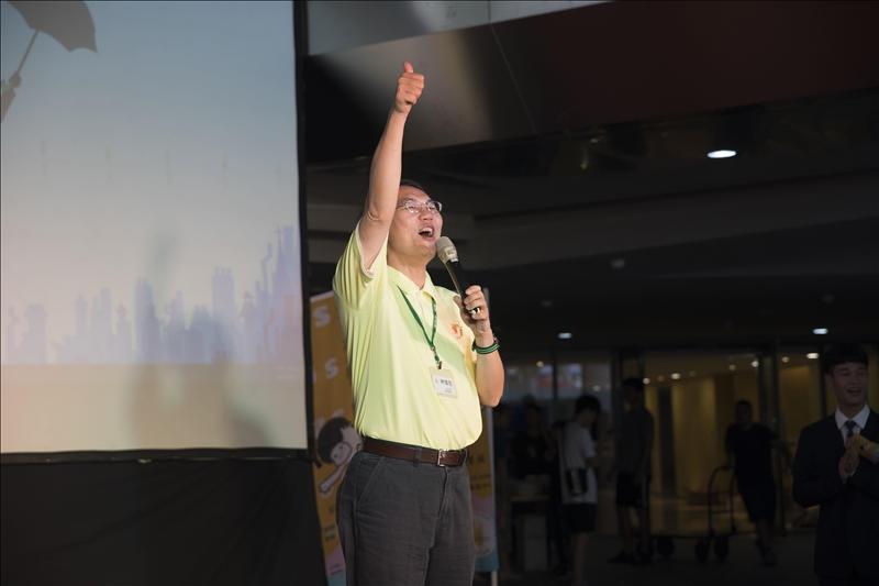 9-本校USR-淡水好生活計畫主持人林俊宏學務長代表致詞,他豎起大姆指表示對《里民志》的高度肯定。