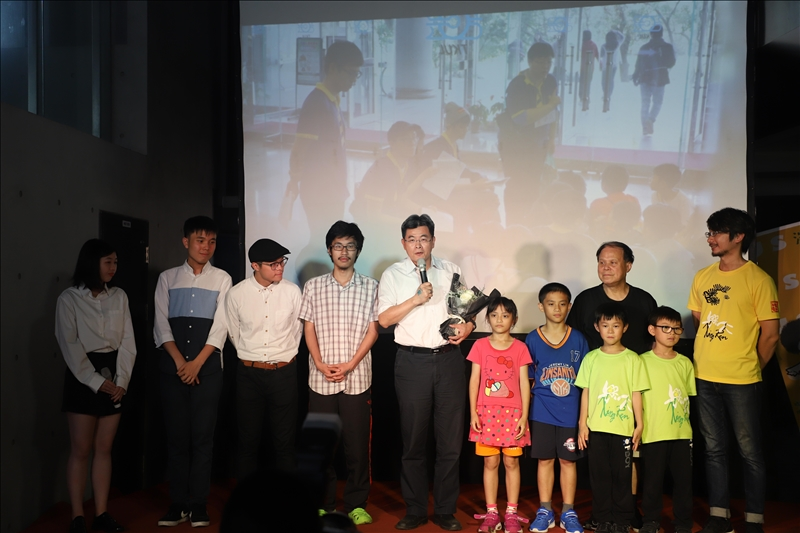 《外興仁》的被攝者-興仁國小師生皆蒞臨現場,由楊順宇校長代表致詞。