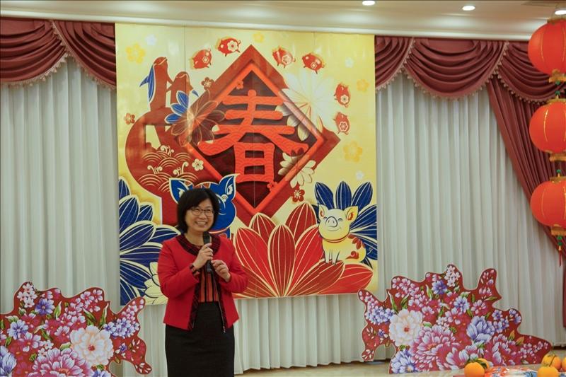 108年新春團拜茶會,宋雪芳館長以吉祥話祝賀。(馮文星提供)