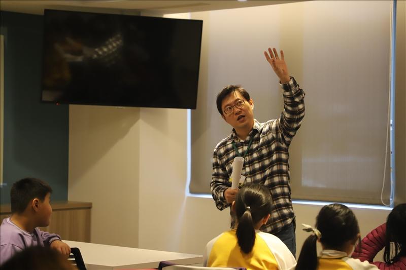 世界咖啡論壇邀請淡江水環系主任蘇仕峰作為業師與學生共同討論