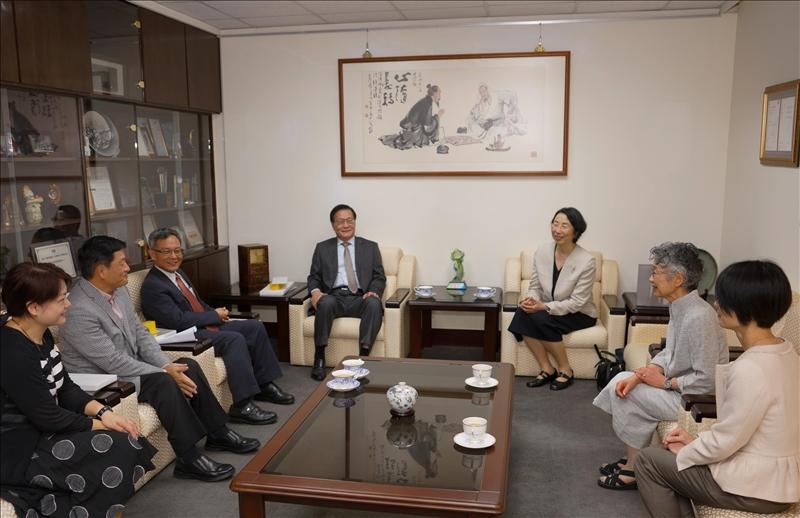 日本姊妹校津田塾大學來訪,拜會本校葛煥昭校長,並針對兩校交流進行座談