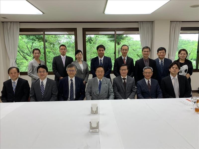 本校與日本姊妹校麗澤大學兩校人員合影。
