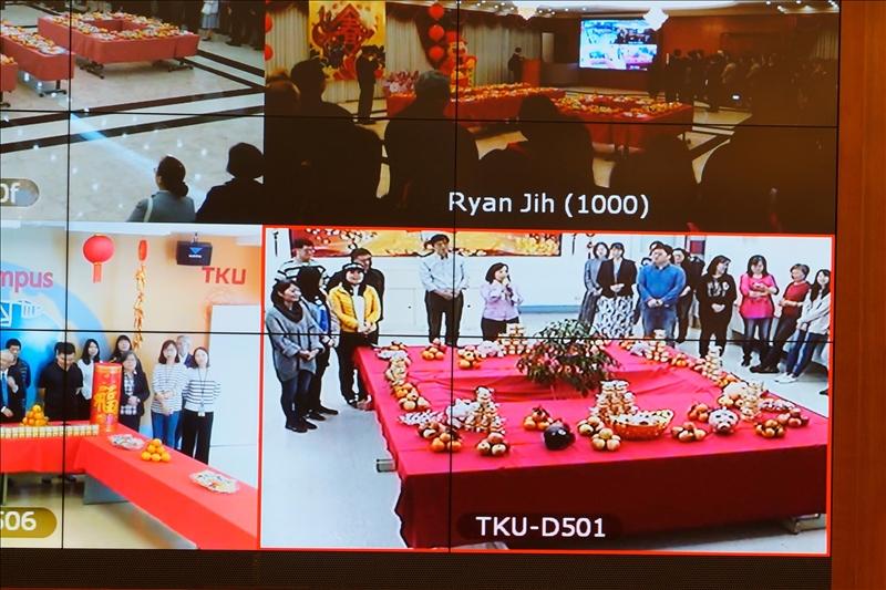 108年新春團拜茶會,台北校園總務組丘瑞玲組長以吉祥話祝賀。(馮文星提供)