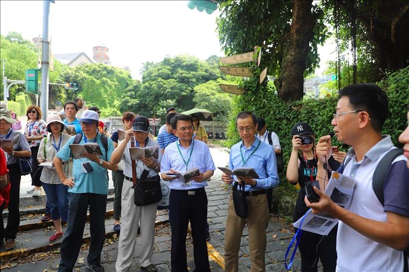 淡水文化資源推廣工作室吳峻毅先生進行歷史導覽活動