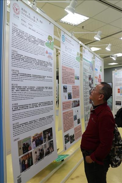 本校的「異源復「史」、萬「巷」更新-淡水老街再生計畫(II)」之種子型計畫(A類)以海報展示。(攝影/淡江時報社林薏婷)