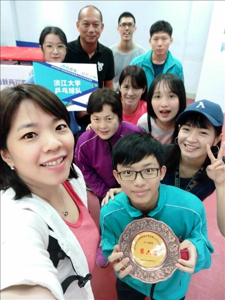 19-本校桌球隊獲獎後領隊、教練及選手合影。