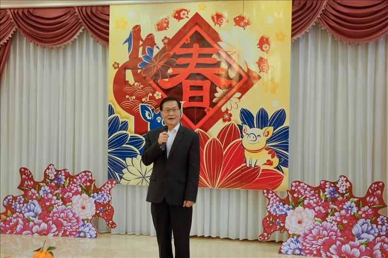 108年新春團拜茶會,葛煥昭校長致詞。(馮文星提供)