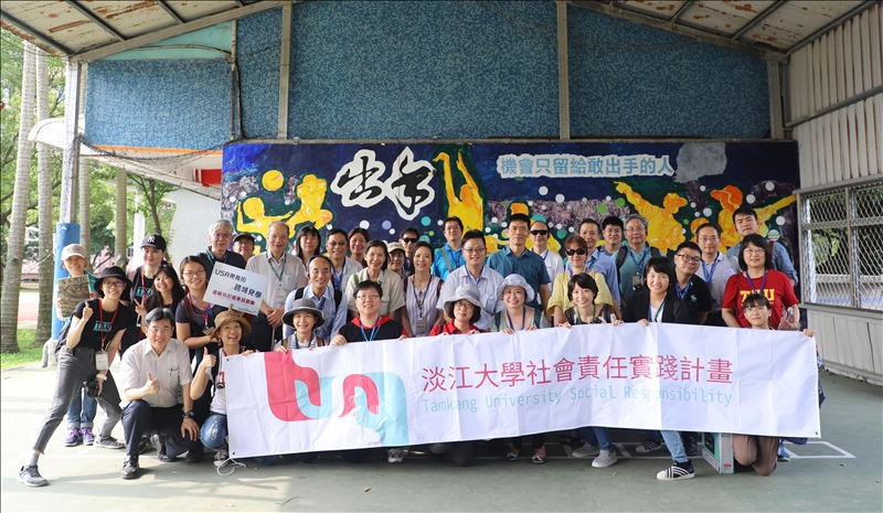 USR見學夥伴在興仁國小合影