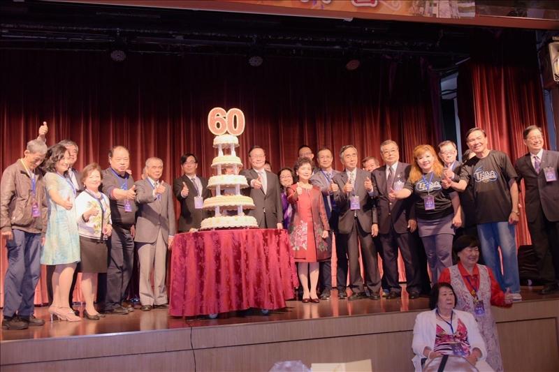108年5月1日晚上在台北福華飯店舉行60週年慶祝大會(企管系所校友會拍攝)